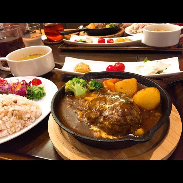 #ハンバーグ #こみちの湯 #岩盤浴 #肉 #牛肉 #デミグラスソース #野菜 #日本 #北海道 #狸小路 #japan #hokkaido #tanukikoji #hamburg #beaf #meat #demiglace #vegetables #instafood #foodstagram  #tasty #healthyfood #delicious #mogmogramjp