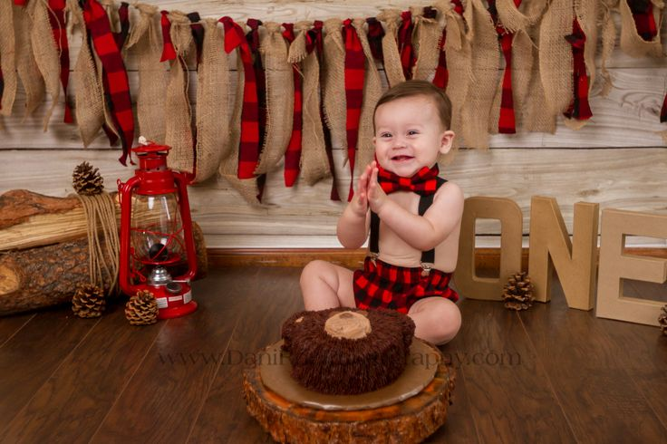 A long awaited share on our blog has finally come. Camden has turned one! With that he celebrated with a Lumberjack Cake Smash Session. We had such a wonderful time in the studio with this little man. He was such a joy, and boy does he love clapping! That smile filled the room with so much happiness.