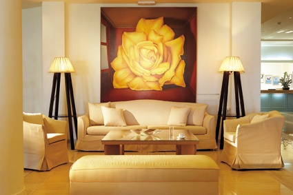 Rhodos Royal, Light filled lounges