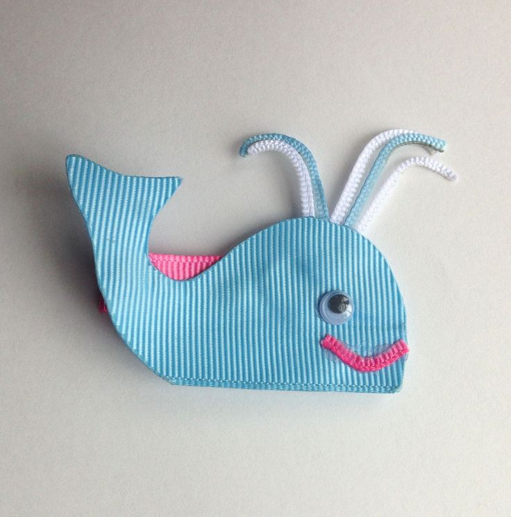 Look at this adorable blue whale hair clip! So cute for any shore adventure or just to match your cutest outfit! Manufactured by Three Bears Bows