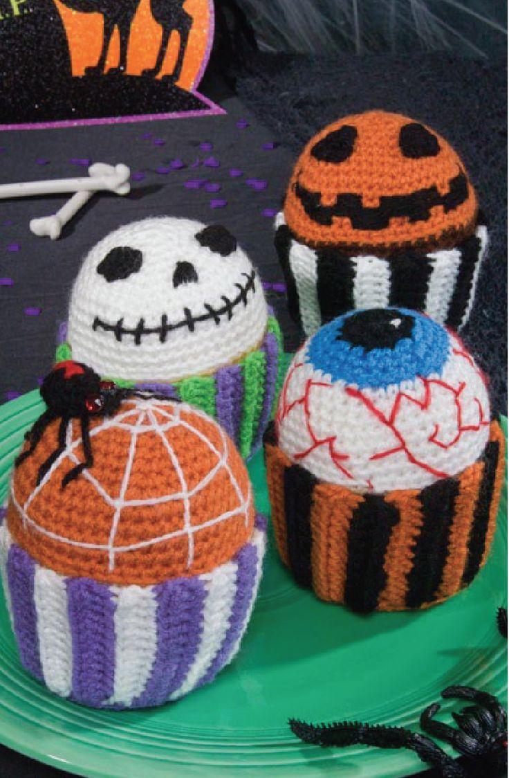 ¡Estas terroríficas golosinas durarán desde este Halloween hasta el próximo! Decorados con detalles bordados, cada cupcake se posa en su propio capacillo tejido a gancho. ¡Tan fácil de...