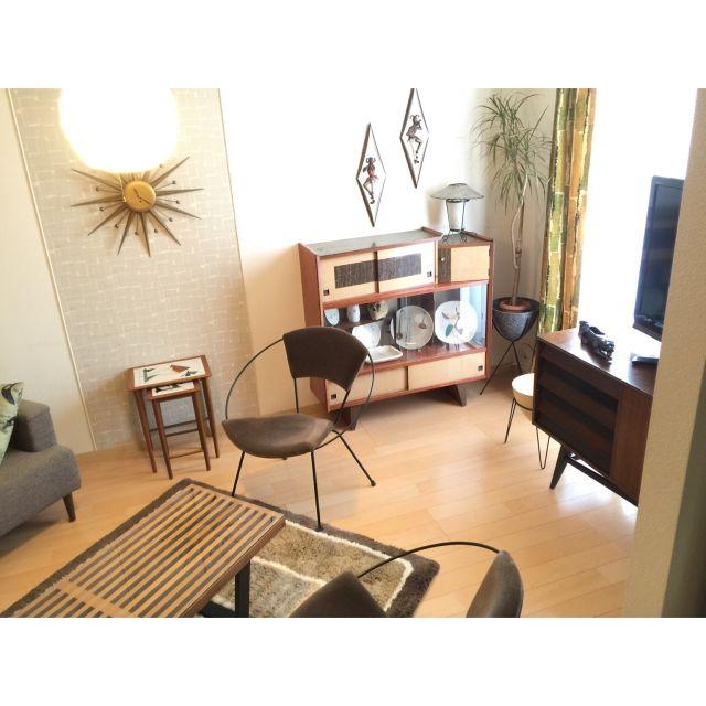 3neoさんの、Lounge,飾り棚,ラグ,ミッドセンチュリー,ネルソンベンチ,アイアン,ウォールクロック,ヴィンテージ,サンバーストクロック,ネストテーブル,ウォールデコレーション,50s,60s,ヴィンテージファブリック,アメリカン ヴィンテージ,ビンテージ カーテン,アトミック柄,スパゲッティライトについての部屋写真