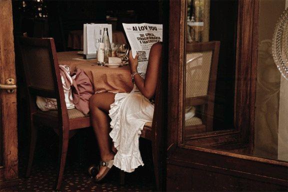 """Jodi Cobb """"Amore"""" - febbraio 2006 – Firenze // Malgrado il successo di tanti suoi reportage, Jodi Cobb ha dovuto fare i conti con il fatto di essere una delle poche donne fotografe di National Geographic. «Ogni fibra del mio essere era infastidita da quella parola in più che mi identificava: donna. Era come se, oltre al mio lavoro, ne avessi da fare un altro: difendere il genere femminile.»"""