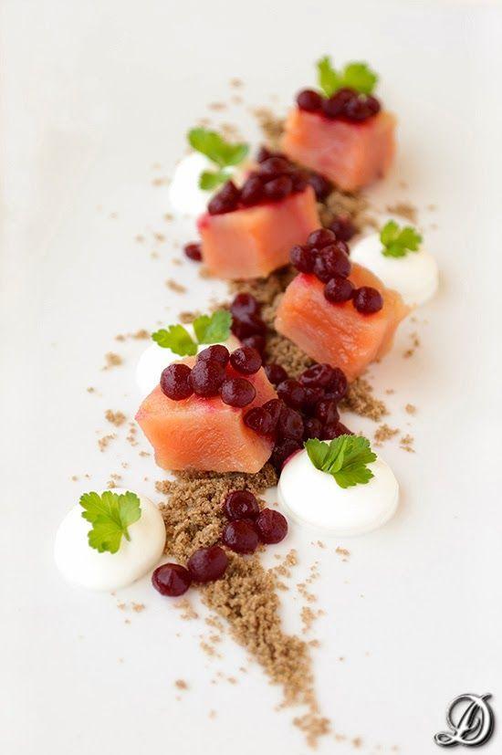 Salmón Marinado, Caviar de Remolacha y Tierra de Malta - Disfrutando de la comida