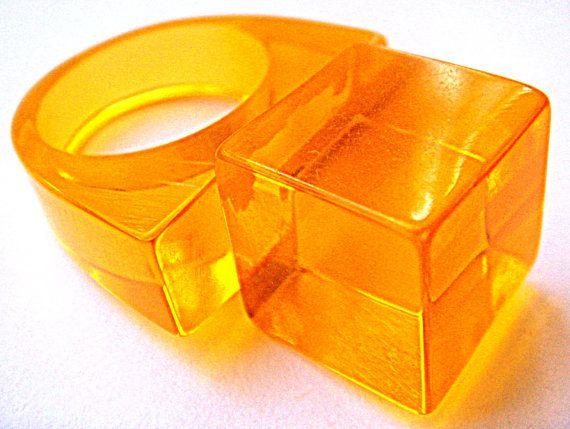 Ring Orange Air geometry Vintage Lucite от ODMIVINTAGE на Etsy