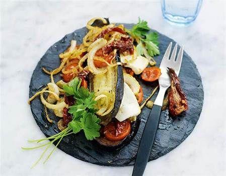 En smal lasagne med aubergine och fetaost.
