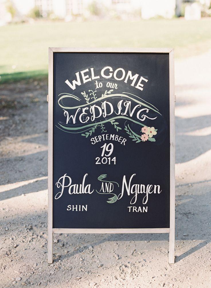 Welcome wedding sign - Photography: Caroline Tran - www.carolinetran.net: Vineyard Wedding with the Prettiest Colors : https://www.itakeyou.co.uk/wedding/vineyard-wedding-in-california/