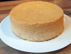 recept luchtige basis taart biscuit // kapsalon. gebruiken voor fondant taart. benodigd; 5 grote eieren, bloem, suiker en vanillesuiker