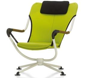 Waver, diseño de Konstantin Grcic para Vitra_No sólo destaca en la sala de estar como sillón para leer o ver la televisión, gracias a la resistencia de sus materiales se presta para su uso en el jardín o en la terraza
