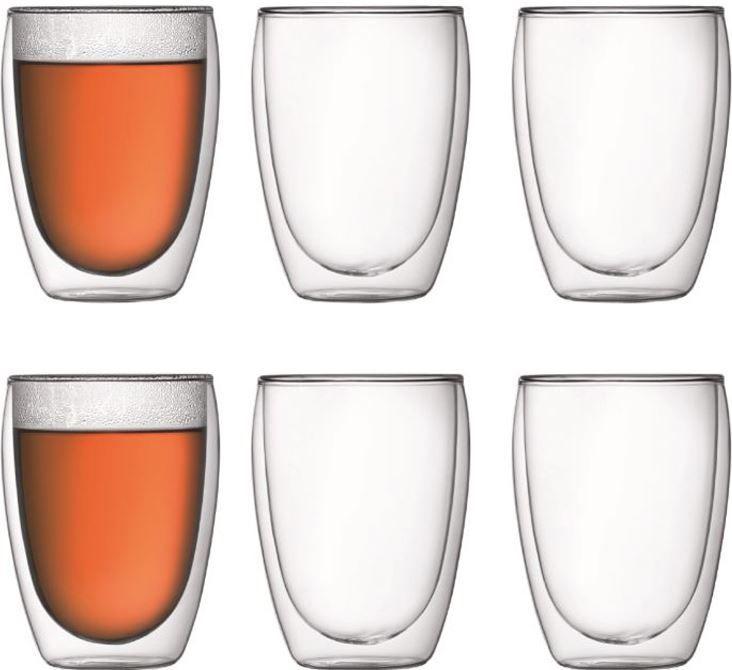 Bodum Pavina 35cl set 6 stuks  Bodum Pavina 35cl set 6 stuks: Bodum dubbelwandig glas (handwerk) Met deze Bodum Pavina glazen blijven je warme dranken langer warm en je koude dranken langer koud. De Bodum Pavina glazen zijn mondgeblazen en gemaakt van hoogwaardig Borosilicaatglas en daardoor zeer sterk.Dit 35cl glas kunt u goed gebruiken voor latte machiato thee of een cocktail voor een mooie zomerse dag. Een latte machiato bestaat vaak voor meer dan de helft uit melk. Deze melk is over het…