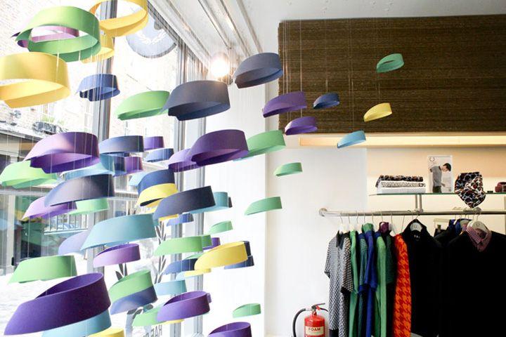 Escaparates de primavera 2013 (y II): originalidad y colores vivos. #shop…