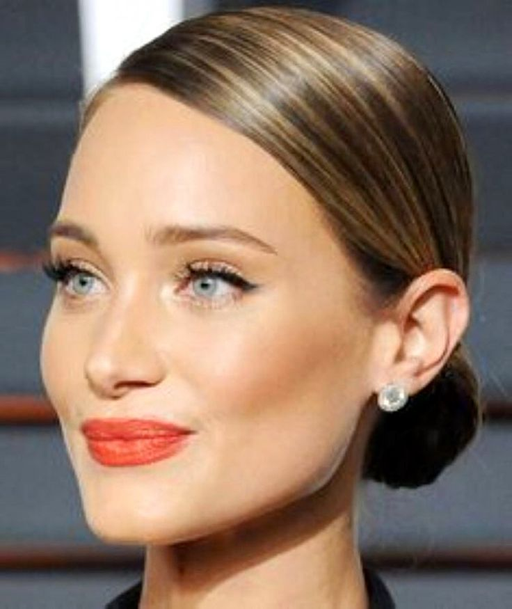#makeup #makeuplooks #coral #lipstick #bun #classichair
