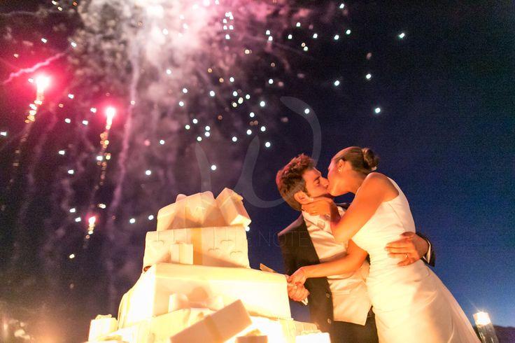 Lake Orta Wedding Story, #lakeortawedding #weddingcake #weddingfireworks  Fuochi d'artificio per in taglio della torta da ricordare !