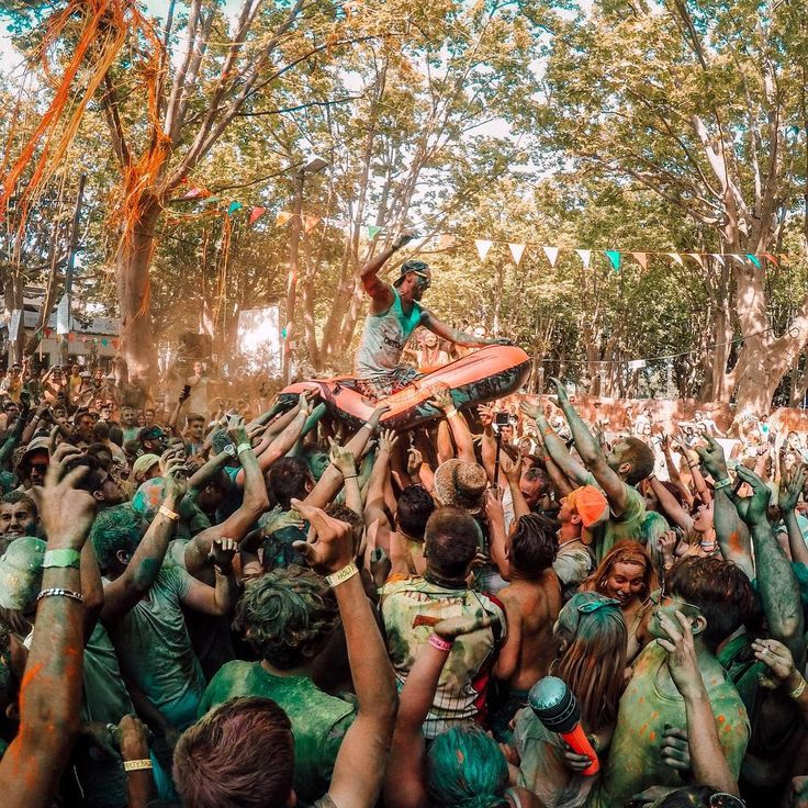 Alexia Bordelongue Caught The DJ Making An Entrance By Riding A Wave Of People During Holi Party In France Submit Your Best Photos Clicking Link