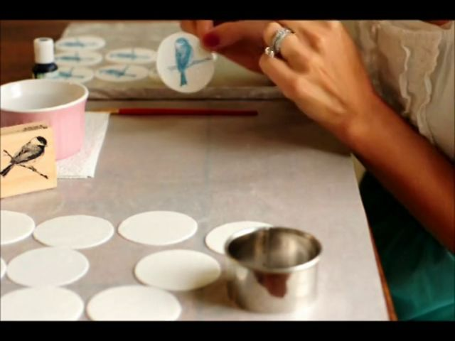 How to use a Rubber Stamp on Fondant by Sweetapolita