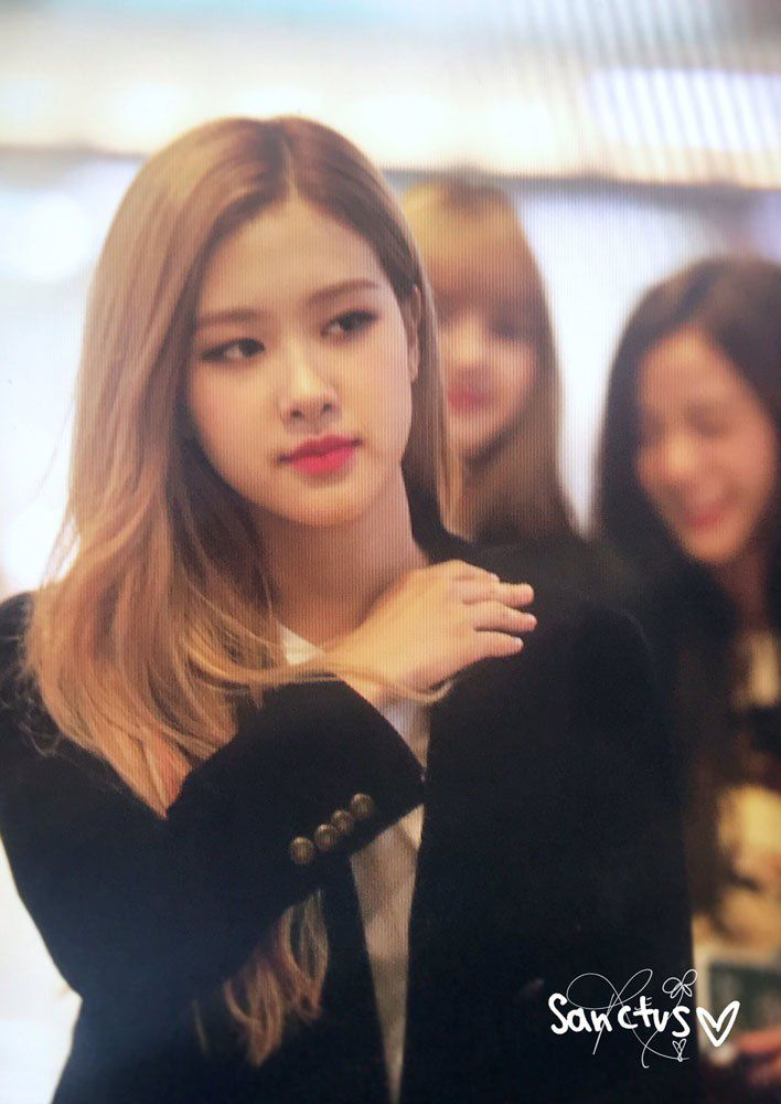 Blackpink Airport Photos At Gimpo Off To Japan October 9 2018