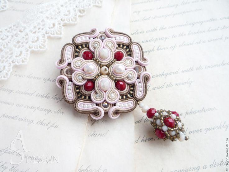 Купить Брошь-кулон Розовый сад сутажная вышивка. Бежевый, красный - брошь