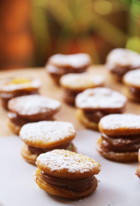 Que buen descubrimiento! Experimentando se me ocurrió que las sopaipillas son una base perfecta para dulces chilenos. Estos alfajores quedan suaves y llenos de sabor! Fáciles de hacer y perfecto para sorprender en fiestas patrias. Tiempo de preparación: 40 minutos Dificultad: media Porciones: 30