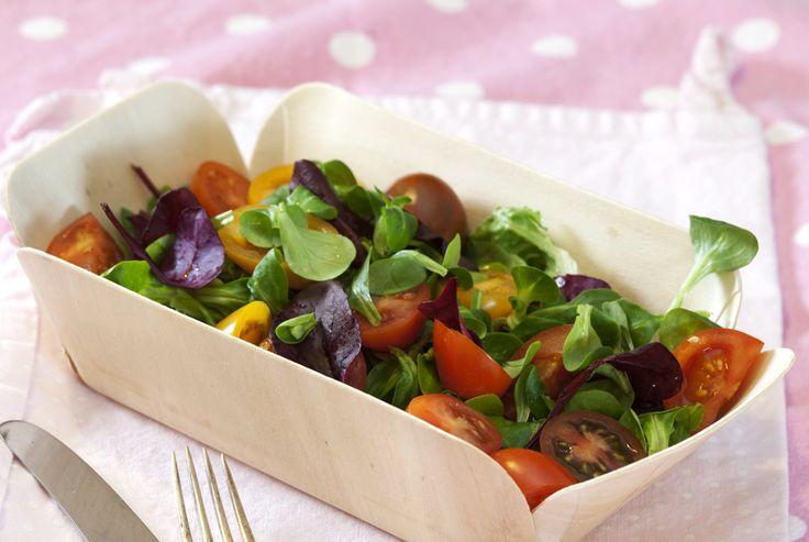 Frisk salat med cherrytomater