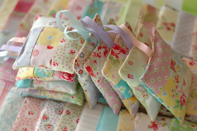 Lavender Bags  I can make these if I can find what I need to put in them.