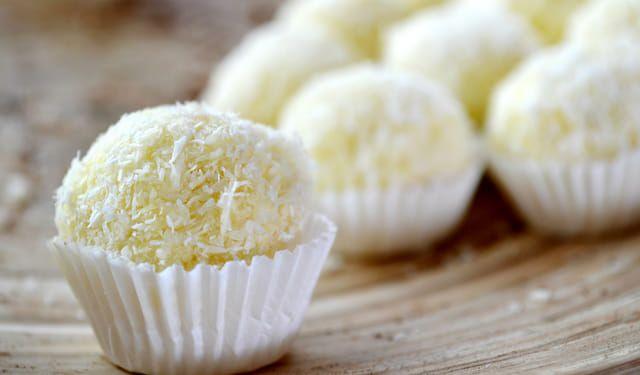 Famózne kokosové guľky: Urobte ich z5 surovín abez cukru | DobreJedlo.sk