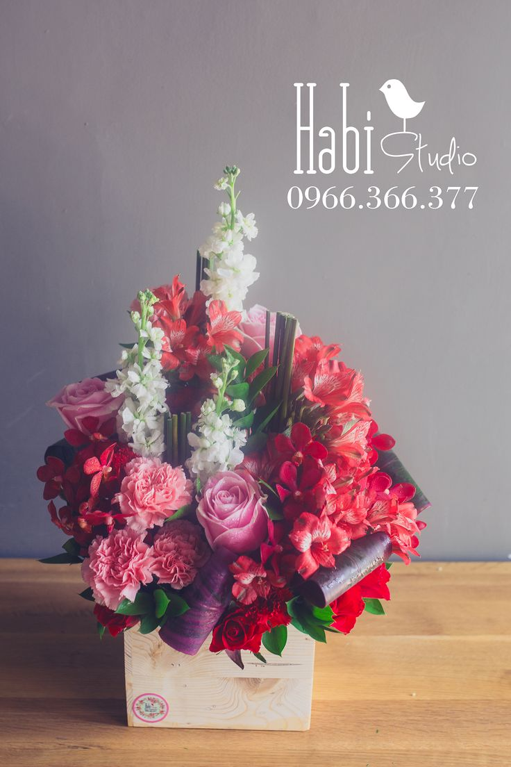 Habi flower, Habi studio, flower arrangement, birthday flower, Habi design, flower box, flower wooden box.