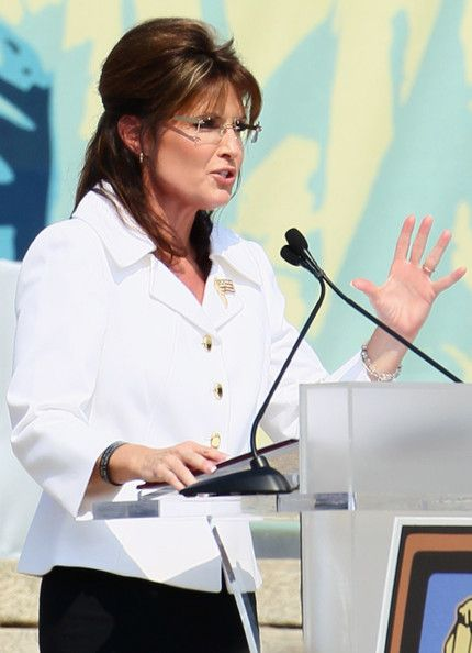 """Sarah Palin Photos Photos - Former Republican U.S. vice presidential candidate and former Alaska Governor Sarah Palin speaks during the """"Restoring Honor"""" rally in front of the Lincoln Memorial at the National Mall on August 28, 2010 in Washington, DC. Fox News personality Glenn Beck held the rally on the 47th anniversary of the """"I Have a Dream"""" speech of Dr. Martin Luther King Jr. to """"restore America."""" - Glenn Beck Hosts Controversial """"Restoring Honor"""" Rally At Lincoln Memorial"""