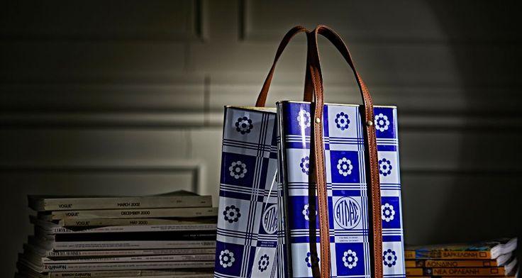Η τσάντα-τενεκές ξεπουλάει στη Μύκονο -Ενα σχεδιαστικό δίδυμο έχει φαντασία