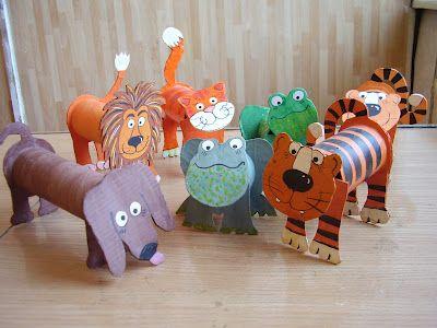 Животные из рулонов от туалетной бумаги.