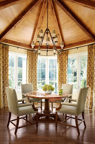 An octagonal breakfast room with spectacular vaulted