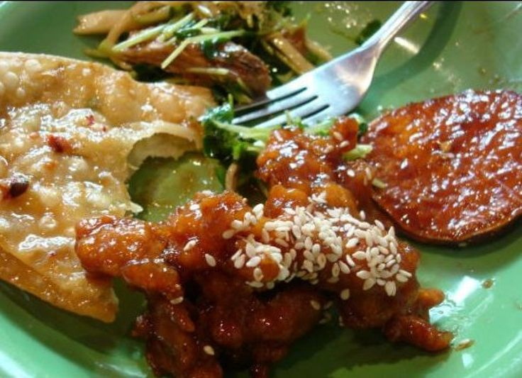 5 Surprising Things You Didn't Know About American Chinese Food|The Daily Meal  http://www.huffingtonpost.com/the-daily-meal/5-suprising-things-you-di_b_5091346.html