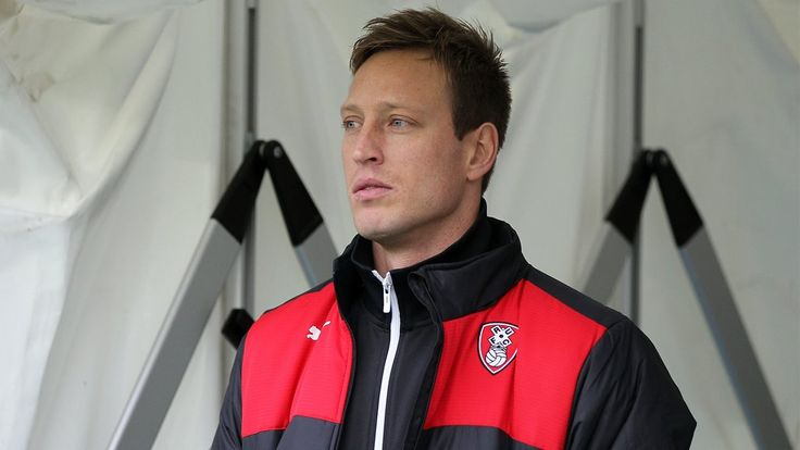 Former Leeds & Norwich striker Luciano Becchio joins Rotherham until end of the season.