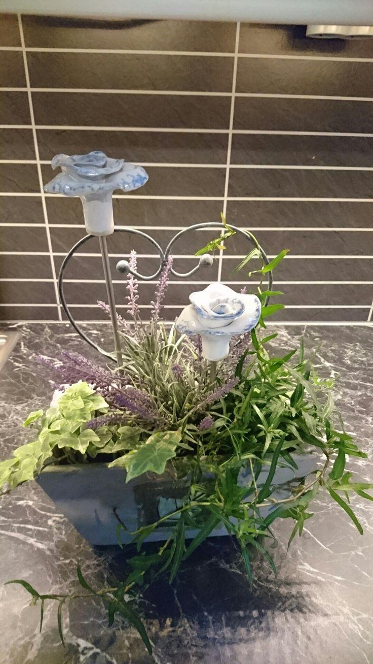 Blommor på pinne, kul att ha i blommor inne eller i trädgården.