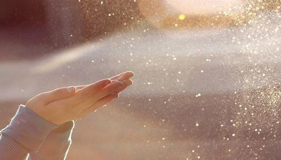 Para ser feliz, você não precisa de grandes conquistasmateriais.Já tem o pôr-do-sol, as estrelas, os pássaros, o sorrisodos amigos, seus irmãos. Agradeç
