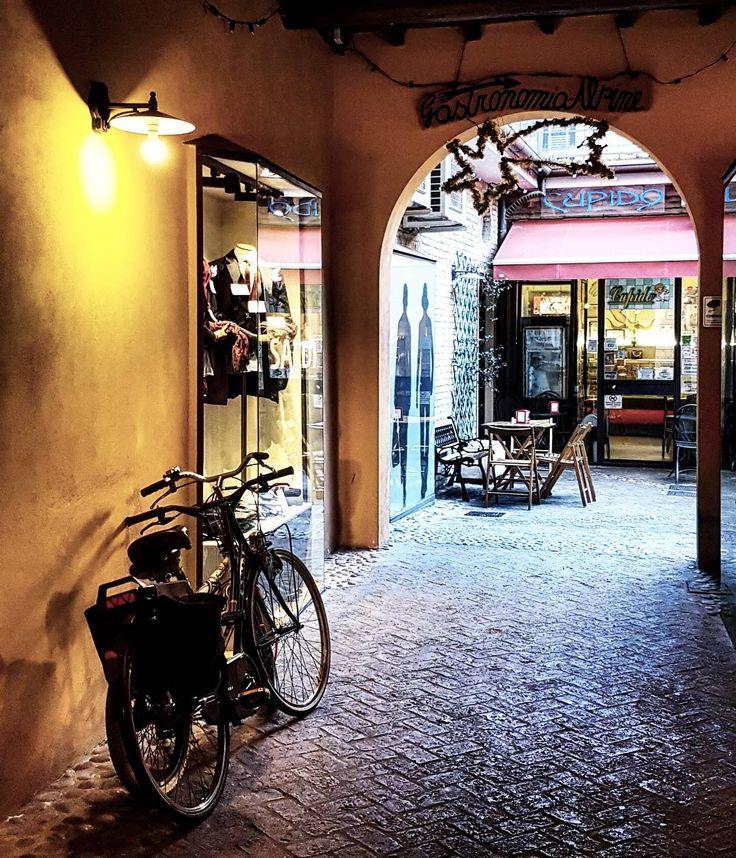 Ravenna, Italia. Bikes. Photo by Vera V. (2017) @0o_volver_o0