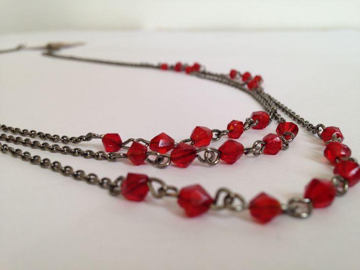 Colier cu pietre rosii pentru femei cu personalitate > http://www.bezy.ro/coliere/56-colir-pietre-rosii.html