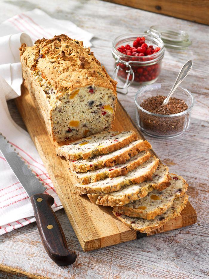 Magasinet Glutenfritt är fullmatat med goda recept. Finns i butik nu. Här bjuder vi på ett smakprov från tidningen: Lättbakad glutenfri limpa med god smak av frön och bär.