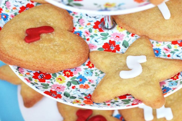 This homemade gingerbread biscuit recipe makes a fun alternative to a traditional or chocolate advent calendar. The only difficult part is making sure you only eat one a day!