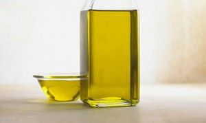 ¿Sientes el cabello seco, caída y encrespamiento? ¡Te contamos cómo arreglarlo con aceite de almendras!