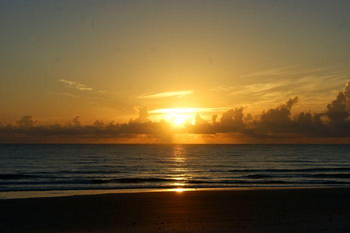 Daytona Beach liegt im US-Bundesstaat Florida. Amerikanische Studenten fahren nach Daytona Beach, um Spring Break zu feiern. Und Motorradfahrer kommen jedes Jahr zur Bike Week in die Stadt. Wenn ich an Daytona Beach denke, dann denke ich als erstes an den