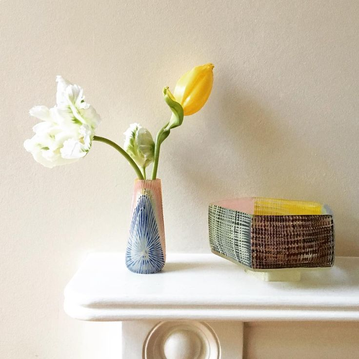 Hidden treasures from Japan. Beautifully crafted flower vase and tea bowl by Yoko Sano. Created in the Toyama prefecture along the Sea of Japan.    #glassart #japaneseglass #japan #art #glass  #glassware #decorative #interior #yokosano #japaneseglassart #ガラス