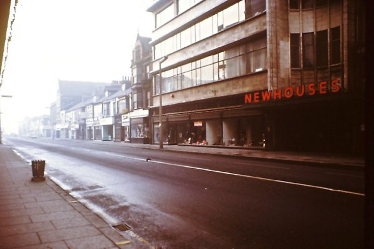 Newhouses Store, Newport Road, Middlesbrough Now Debenhams, this photo must have been taken on a Sunday!