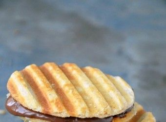 Μπισκότα-βάφλες γεμιστά με σοκολάτα | InfoKids