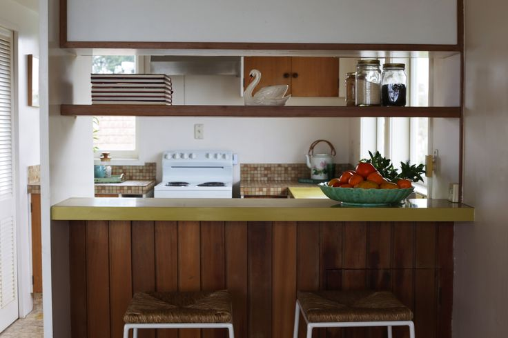 #homestaging by #placesandgraces #kitchen #styling #barstools #freedom #retro #retrokitchen #objectstyling
