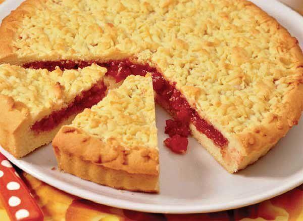 Curly cake with jam - http://wonderdump.com/curly-cake-with-jam/