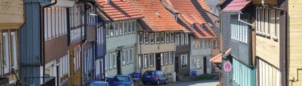 Sankt Andreasberg (midden Duitsland)-  huisje 1-5 pers. in pittoreske stadje met  pastelkleurige huizen en steile straatjes. Leuk gebied om te wandelen, mountainbiken of wintersporten.De enorme tuin kijkt uit op de bergen, bossen en weiden die zo kenmerkend zijn voor de Harz.-Das Alte Haus