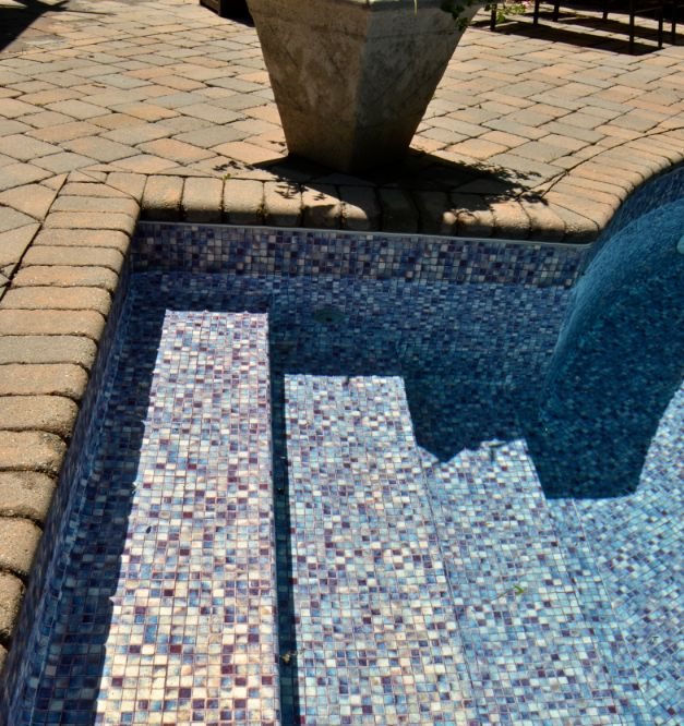 It's a perfect day to put in a pool liner! What are your feelings on this Luminous Soul pattern, part of our #PearlEssence® pool liner line. #LOOPLOC