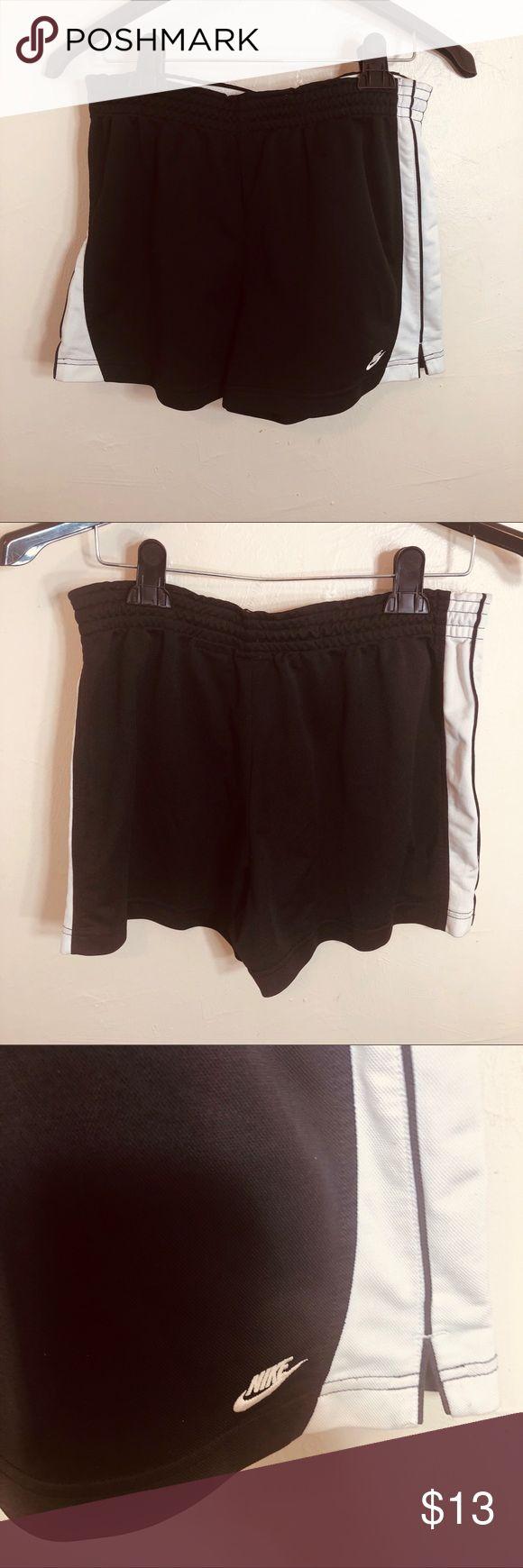 Nike Jordans Athletic Schwarz-Weiß-Shorts Nike Athletic Schwarz-Weiß-Shorts G …   – My Posh Picks