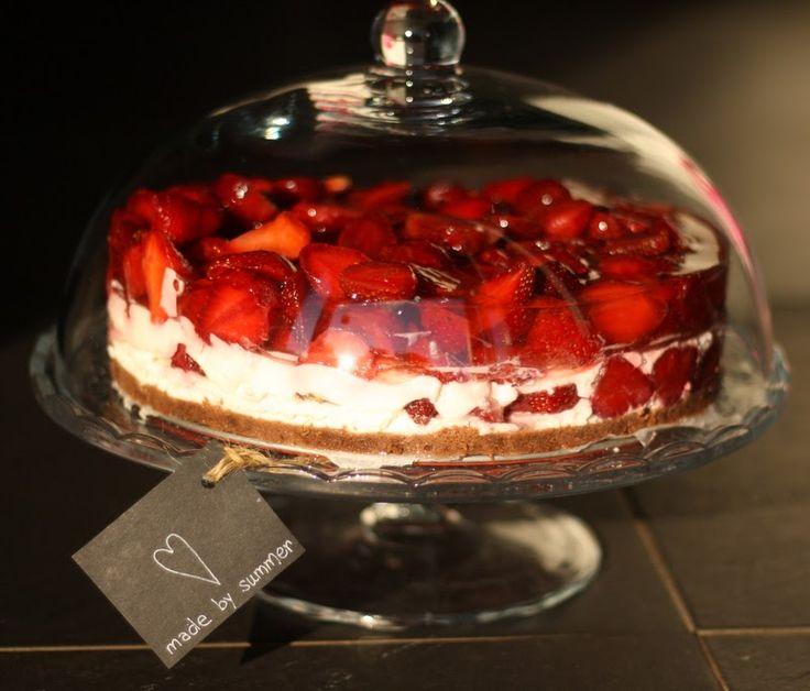 U nás na kopečku: ... jahodový dort ....