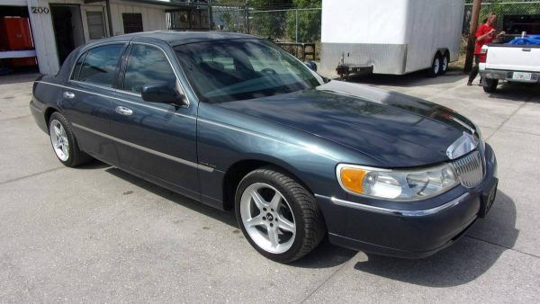 1998 Lincoln Town Car With Supercharged 5 0 L V8 Car Owners Manuals Lincoln Town Car Car